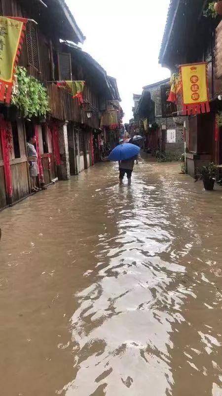 利奇马过境惊魂一夜:村民称从没见过这么大台风